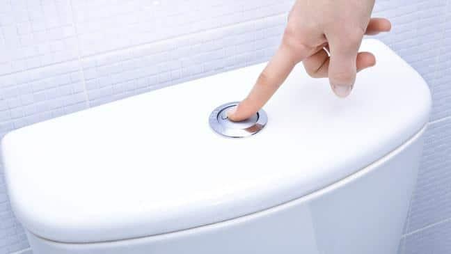 Scarico d'aqua del water: evitare sprechi