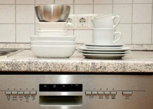 Non sprecare acqua quando lavi i piatti