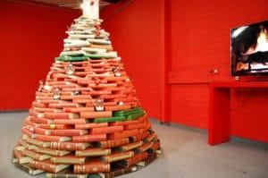Un Albero di Natale fatto di libri