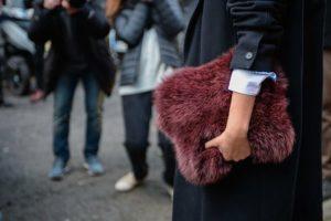 borsa cruelty free con pelliccia ecologica