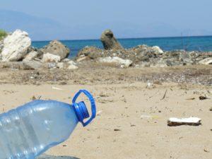 plastica nei mari e nelle spiagge