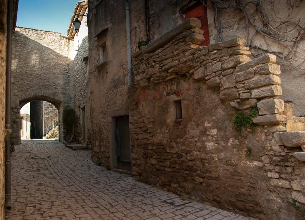 un classico borgo italiano ideale per una vacanza all'insegna del riposo