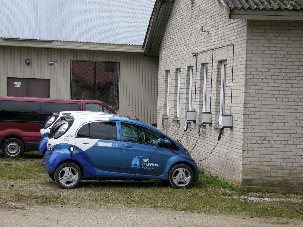 Auto elettriche durante una ricarica