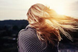 rimedi naturali per contrastare la secchezza dei capelli