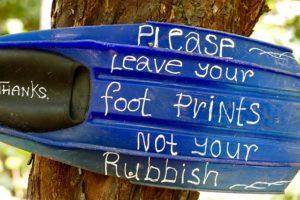 per favore lascia le tue impronte non la tua spazzatura