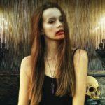 notte di halloween donna con trucco di paura