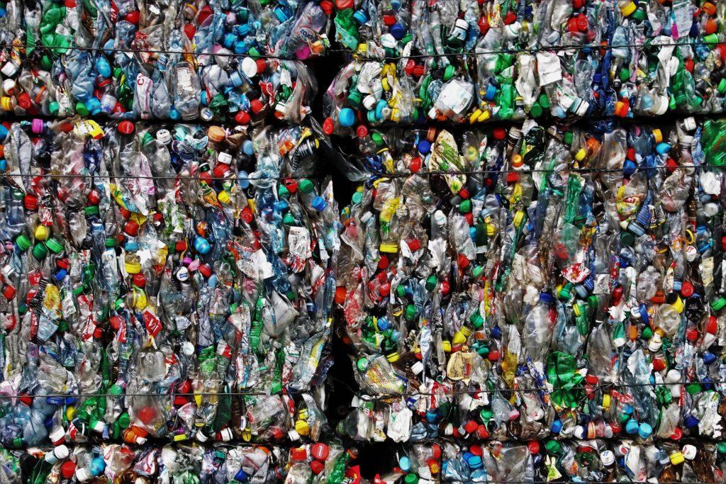 I comuni plastic free si devono eliminare la plastica monouso.