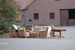 smaltimento dei rifiuti speciali: smaltimento di vecchi mobili