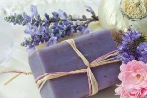 Tra gli utilizzi della lavanda anche i saponi naturali