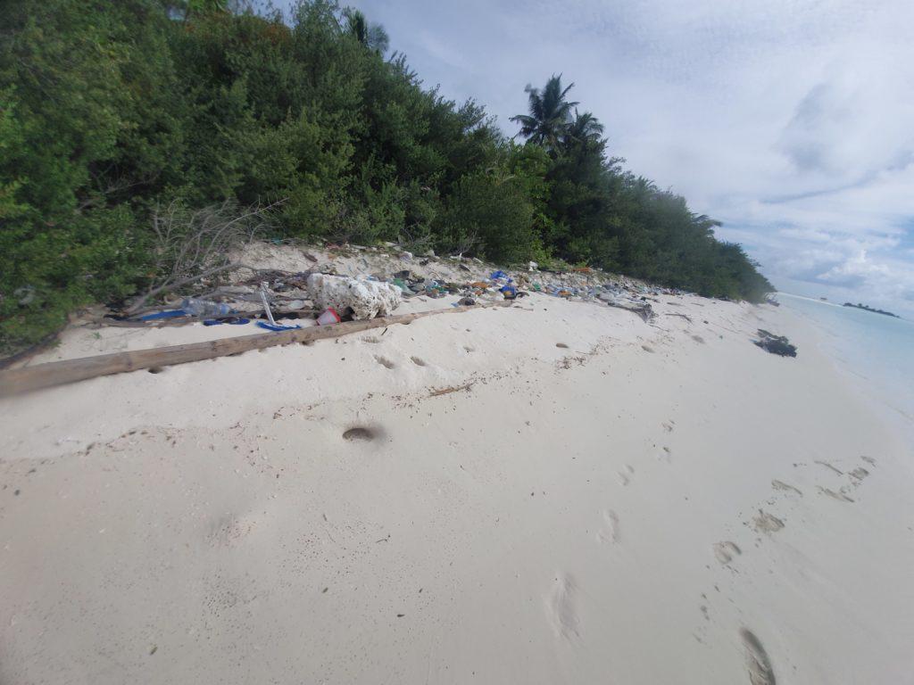 Emergenza plastica alle Maldive